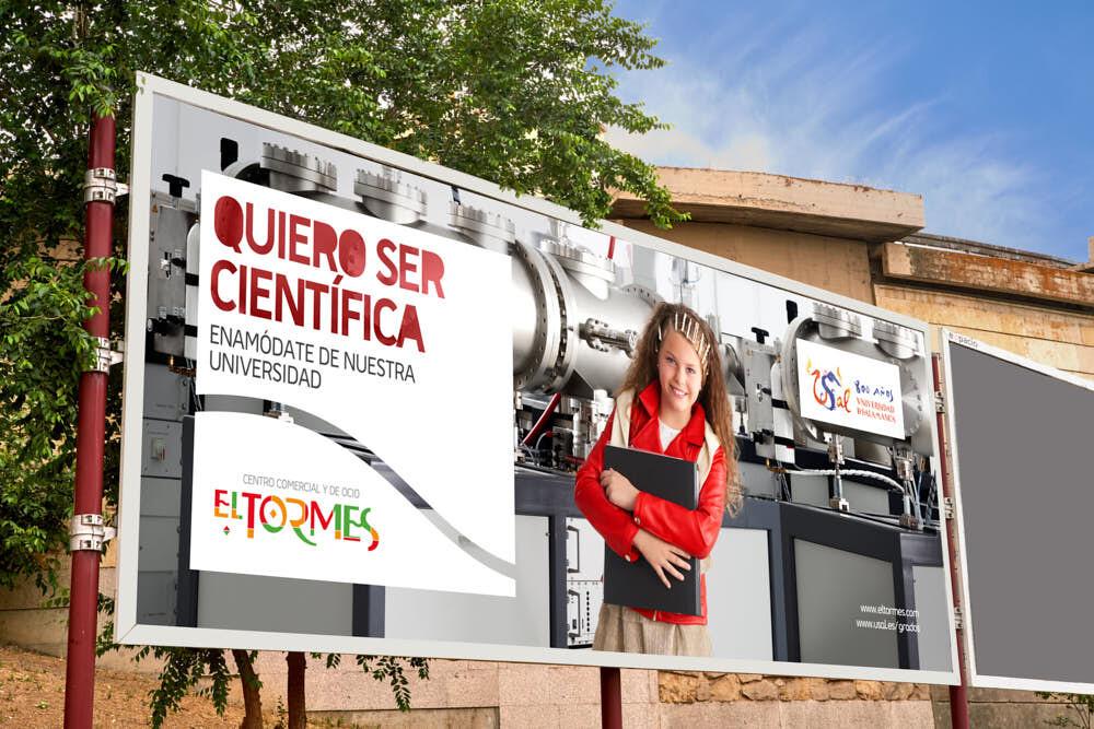 fotografía publicitaria de una joven científica de la usal