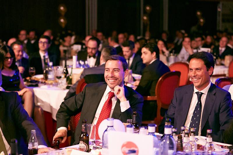 fotos de un evento en salamanca con el público sonriendo