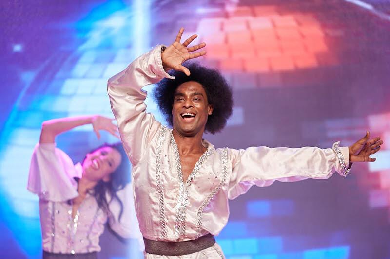 fotógrafos de salamanca fotografían a bailarín durante la actuación