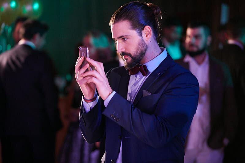 fotografía espontánea de un asistente a la gala de entrega de premios de hostelería salamanca