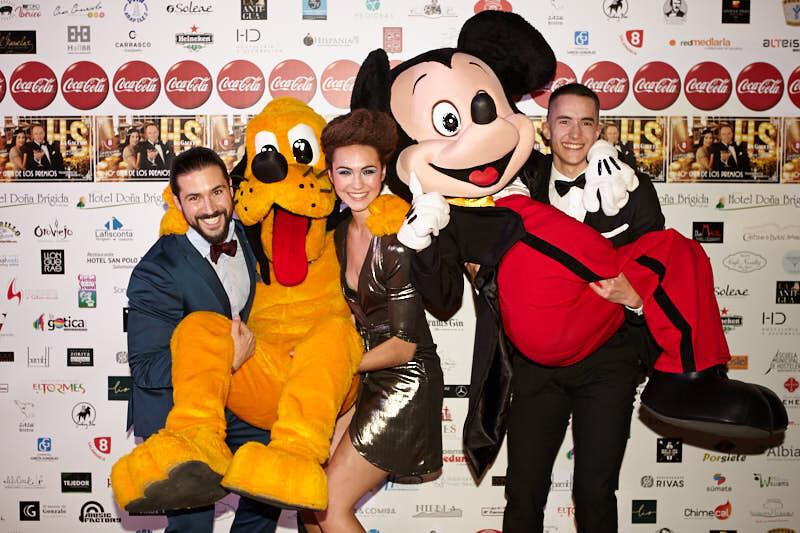 fotos del photocall de la gala de hostelería salamanca con mickey mouse y pluto