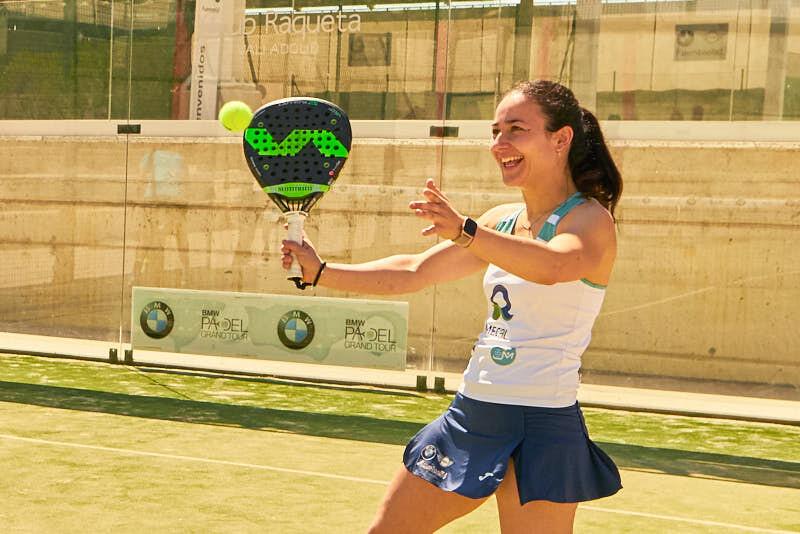 fotografía de una jugadora de padel en un partido durante el torneo de BMW